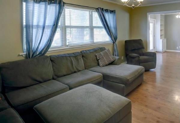 Photo Sectional Couch with Ottoman - $850 (Sand Springs)
