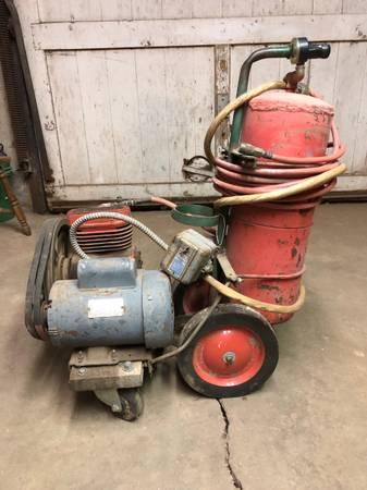 Photo Vintage Air compressor - $125 (Enid)
