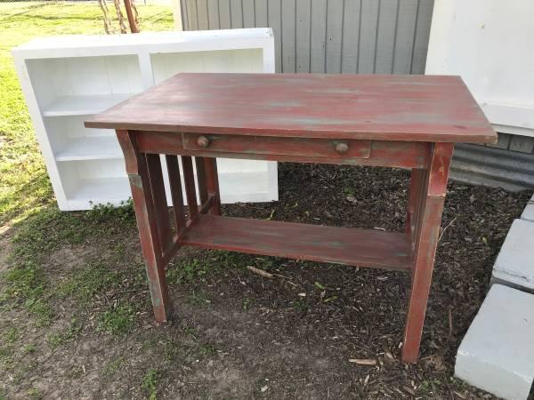 Photo Vintage Shabby Chic Painted Farmhouse Mission Oak Library Table - $45 (Pawhuska)