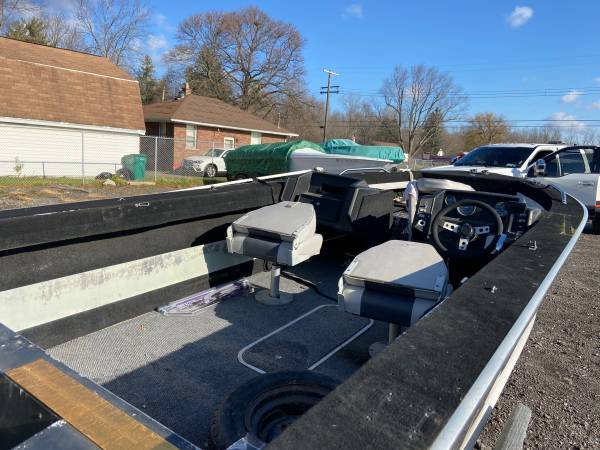 Photo 1990 spectrum 1700 aluminum boat with fully functional trailer. Clean titles for - $3,500 (Niagara Falls)