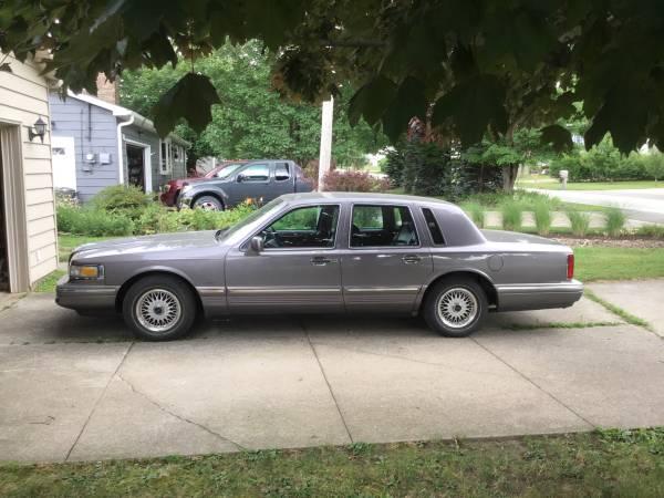 Photo 1996 Lincoln Town Car - $4,000 (Erie)