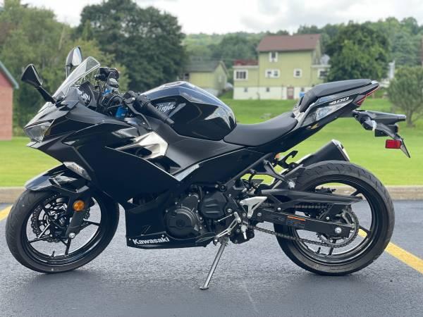 Photo 2018 Kawasaki Ninja 400 - $4,300 (Bolivar)