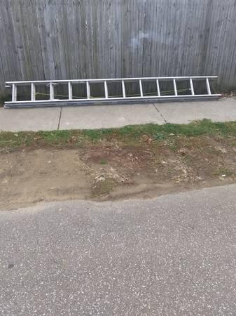 Photo 24 foot aluminum ladder 100.00 firm - $100 (Erie)
