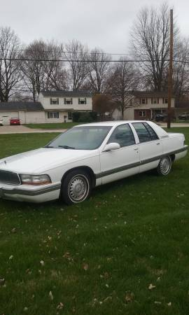 Photo 96 BUICK ROADMASTER LIMITED 4 DOOR - $4250 (LORAIN COUNTY OHIO)