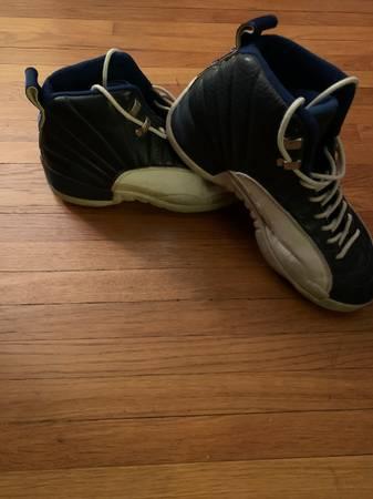 Photo Air Jordan sneakers mens size 9.5 - $25