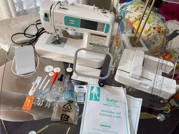Photo BABYLOCK SOFIA 2 BL137A2 SEWING EMBROIDERY MACHINE - $599 (CORRY)