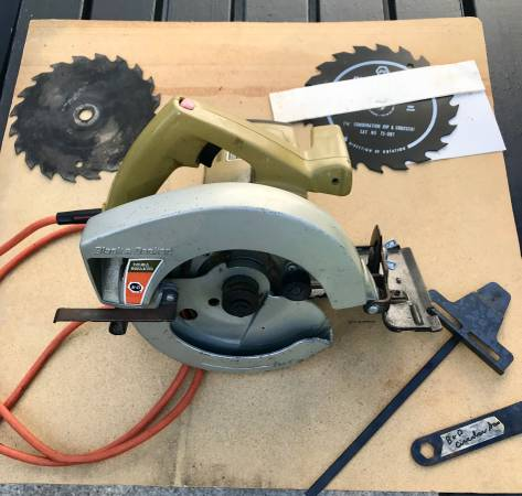 Photo Black and Decker 7 14quot Circular Saw - $25 (Erie)