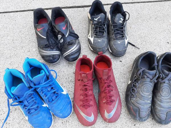 Photo Boys baseball  soccer cleats, great condition, szs 4 youth to mens 12 - $5 (Harborcreek)