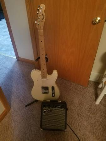 Photo Fender Squier tele and Fender small  - $175 (Erie)