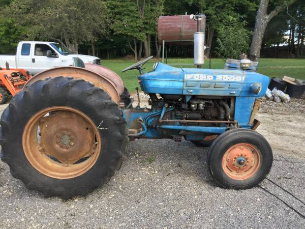 Photo Ford 2000 diesel tractor - $3,600 (Greenville, Pa)