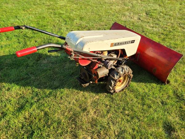 Photo Gravely Tractor snowblower plow model LI - $675 (Erie)