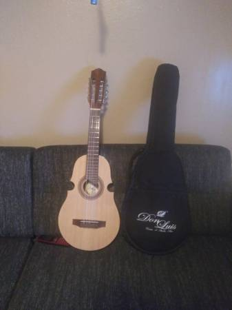 Photo Guitar un cuatro - $400 (Erie pa)