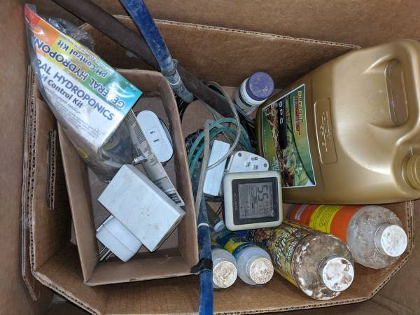 Photo Hydroponic Nutrients, Rockwool Cubes, Grow Lights, Cool Tube, Bulbs, L (Erie)