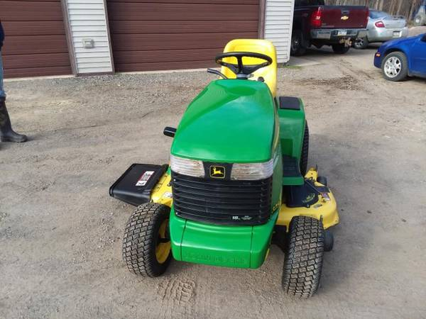 Photo John Deer 325 Riding Lawn Mower - $1800 (Albion)