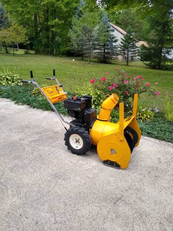 Photo MTD Snowflite snowblower - $325 (ERIE)