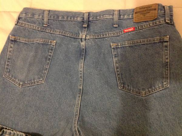 Photo Mens Wrangler Jeans - $15 (Erie)
