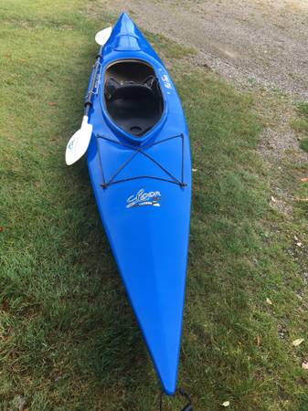 Photo Nice blue Old Town Loon 138 with a paddle  - $500 (Erie)