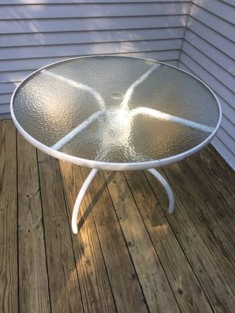 Photo Round Glass Top Table for Deck or Patio (Erie)