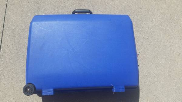 Photo Samsonite water-tight, hard-sided suitcase-BLUE - $30 (Erie)