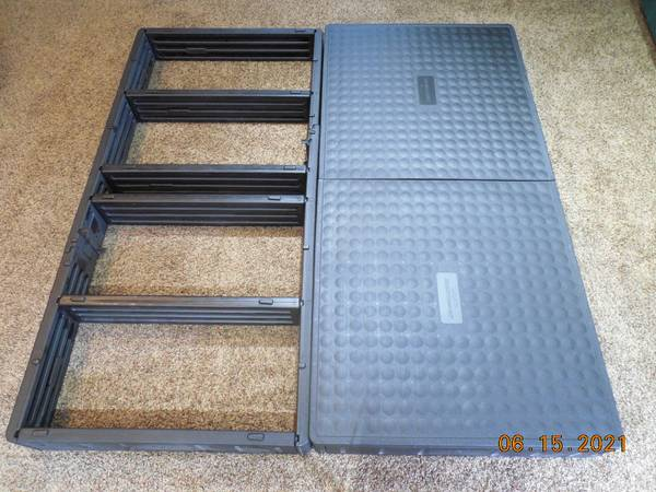 Photo Select Comfort Sleep Number KING SIZE Plastic Modular Bed Frame - $295 (Springfield)