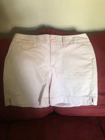 Photo St Johns Bay womens shorts - like new - $5 (Erie)