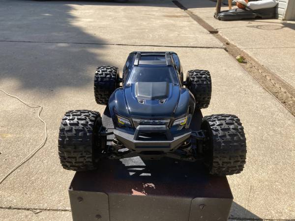 Photo TRAXXAS MAXX MONSTER TRUCK . TONS OF EXTRAS - $550 (NORTHEAST PA)
