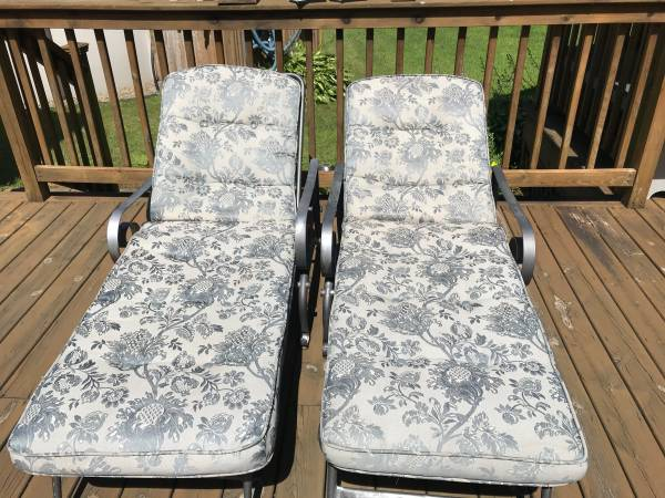 Photo Two Really Nice cushion lounge chairs - $80 (Edinboro)