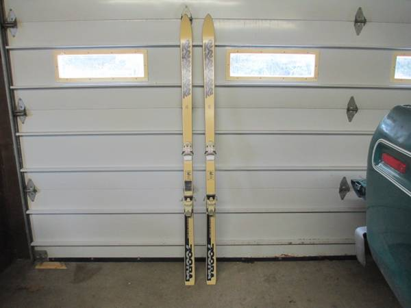 Photo Vintage K2 700RA downhill skis - $58 (Erie)