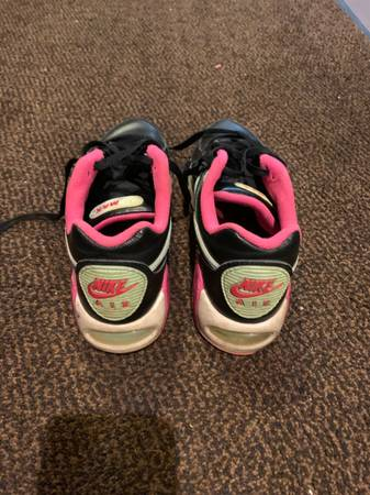 Photo Womens Nike air max size 9 - $10