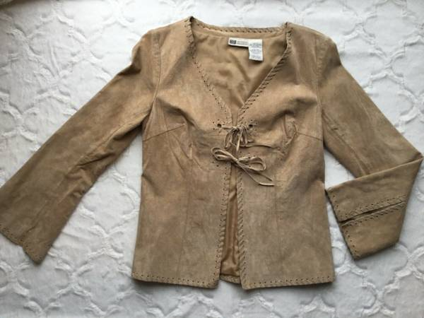 Photo Womens size small tan suede jacket - $15 (Millcreek)