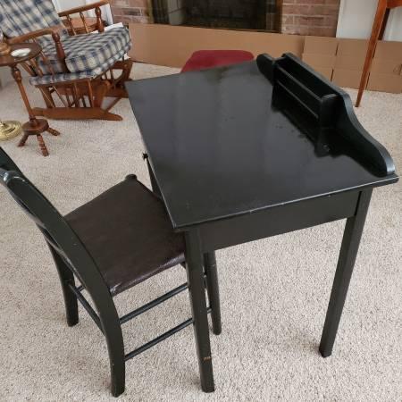 Photo Wooden desk-school - $40 (ERIE)
