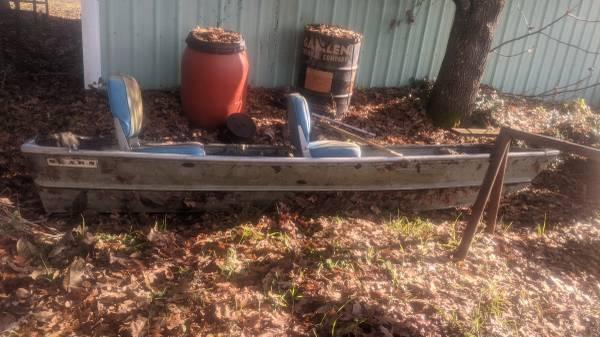 Photo 14 ft aluminum flat bottom Bass boat with trolling motor - $650 (Eugene)