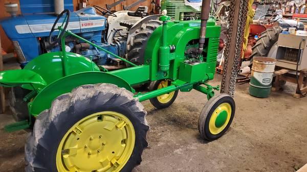Photo 1945 John Deere LA Tractor - $2500 (SpringfieldWalterville)