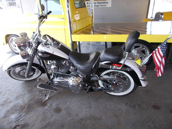 Photo 2007 Harley Davidson Softail custom. 2 owner bike with 5,867 Mile - $11,900 (Cottage Grove)