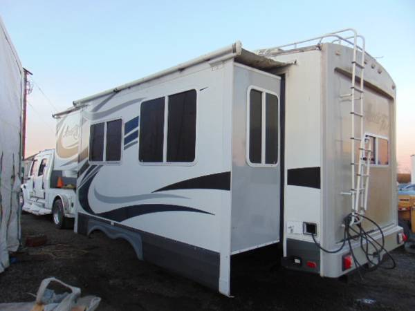 Photo 2015 Northwood Arctic Fox 27-5L 5th Wheel rear Kitchen - $22,500 (Eugene,Oregon)