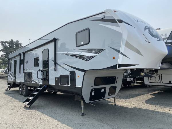 Photo 2022 Forest River RV Cherokee Wolf Pack 365PACK16 - $79,775 (CRESWELL, OR Oregon West Rv 541-895-3599)