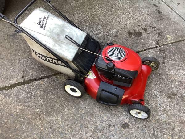 Photo 21 Craftsman lawnmower - $150 (Springfield)