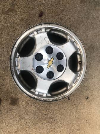 Photo 6 lug Chevy rims - $75 (Springfield)