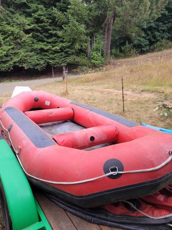 Photo Achilles 15ft 6in self bailing 6man white water raft - $1,750 (Cottage Grove)