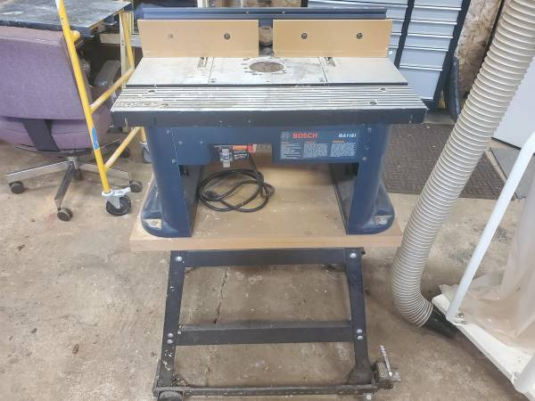 Photo BOSCH MOBILE ROUTER TABLE - $149 (Cottage Grove)