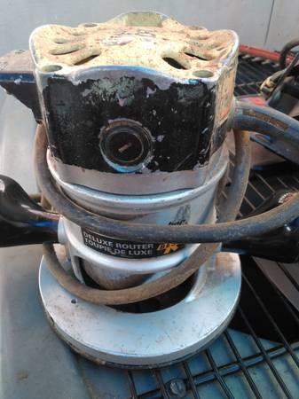 Photo Black  Decker Deluxe Router - $15 (eugene)
