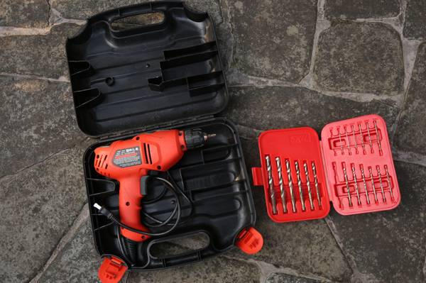 Photo Black and Decker electric screwdriver dr201 with drill bits - $25 (SPRINGFIELD)