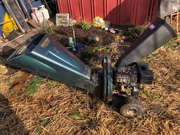 Photo Craftsman 8.0 hp chipper shredder - $100 (Eugene, OR)
