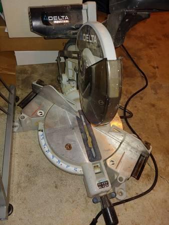 Photo Delta Industrial Miter Saw - $25 (Eugene)