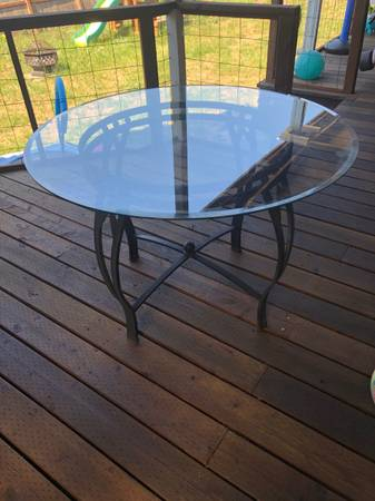 Photo Glass top dining patio table - $25 (Cottage Grove)