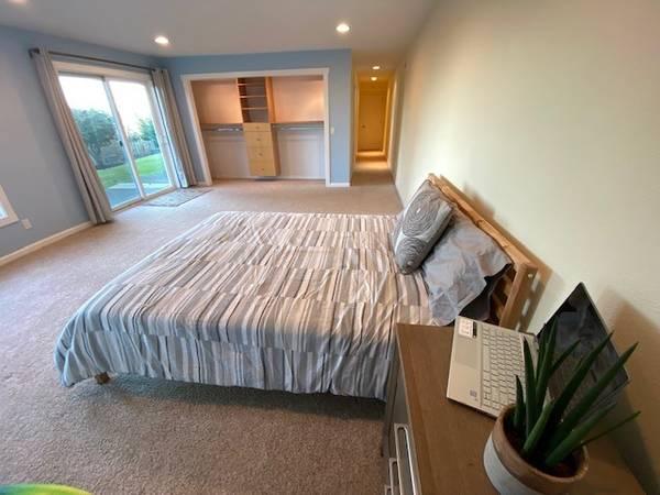 Photo HUGE Room, Private DELUXE Bathroom, Private Entrance (Hawkins Lane, Eugene)