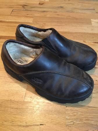 Photo Mens Ugg Leather Shoes - $40 (Eugene)