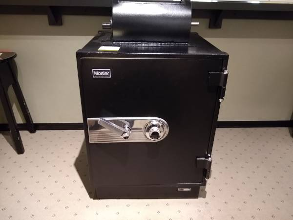 Photo Mosler safe - $425 (N. Eugene)