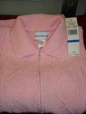Photo NEW Alfred Dunner Pink Chenille Sweater - XL - $10 (SE Eugene)