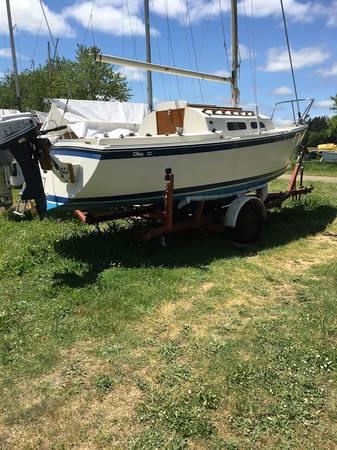 Photo O39Day 22 Sailboat, 7.5 hp Honda - $4,500 (Eugene)